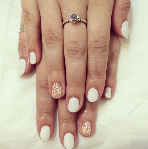 White Daisy Negative Space Gel Nail