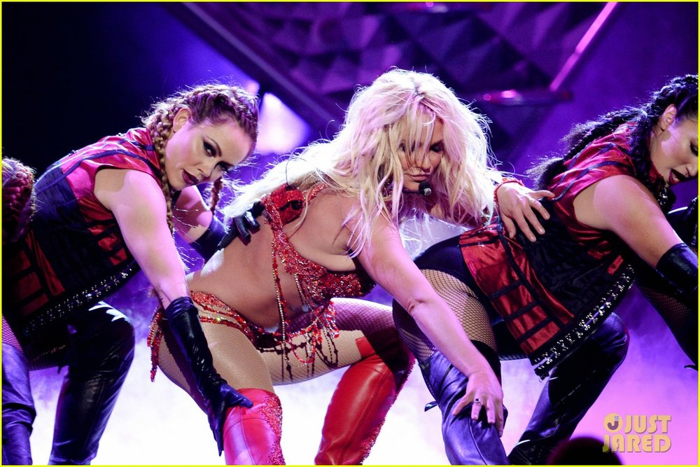 britney-spears-performance-billboard-music-awards-2016-10.jpg