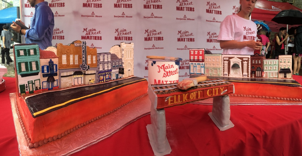 A Main Street replica made from cake!
