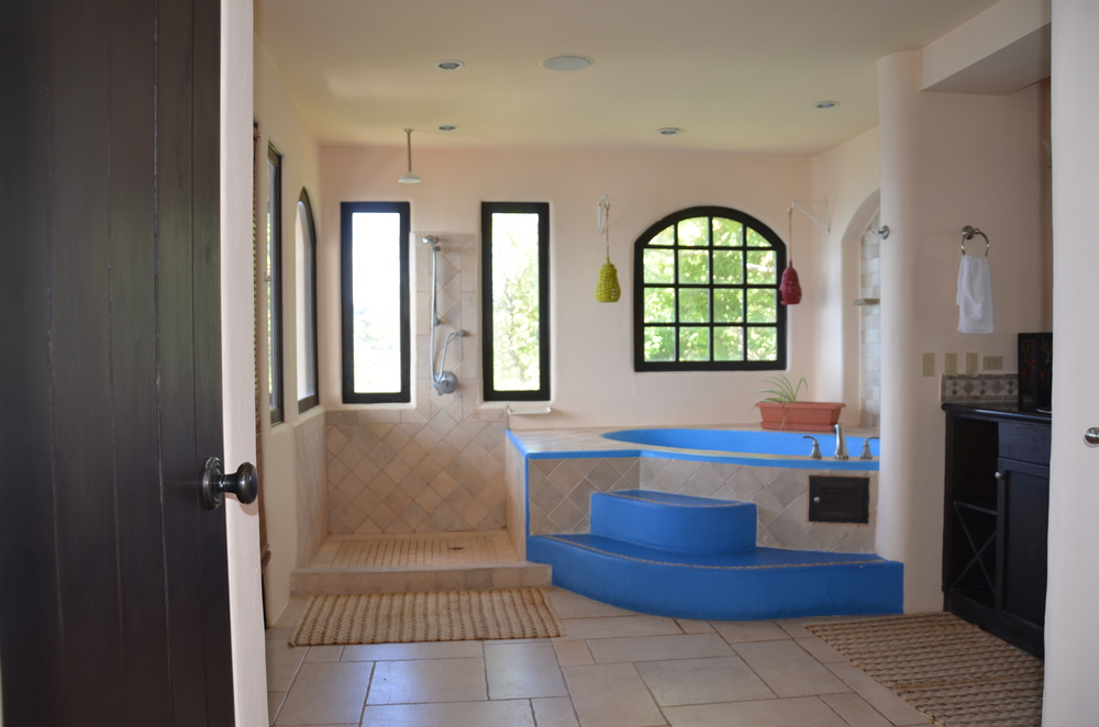 Master bathroom of Villa Noche