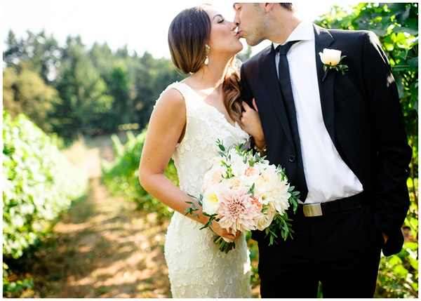 natural light vineyard kiss