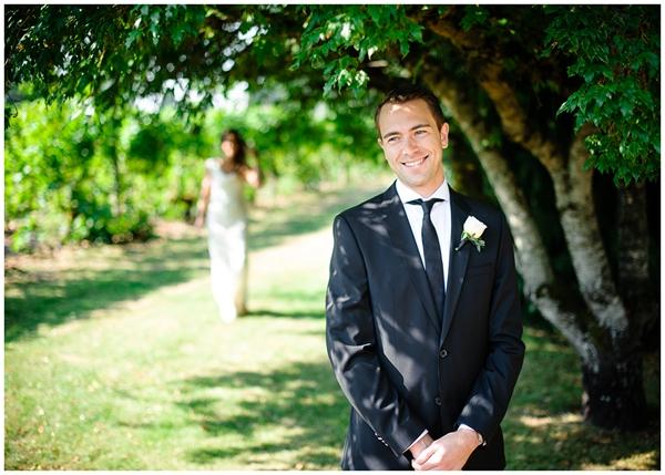 oregon vineyard first look wedding