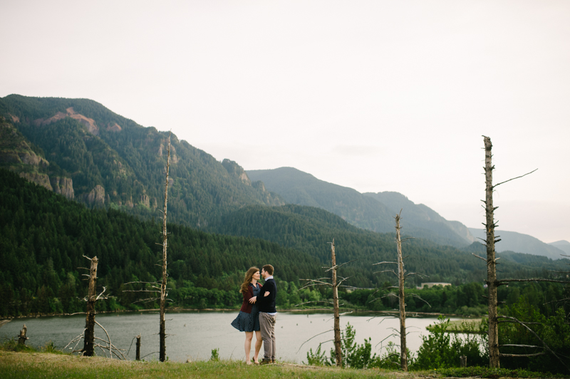 columbia-gorge-engagement-government-cove-028.jpg