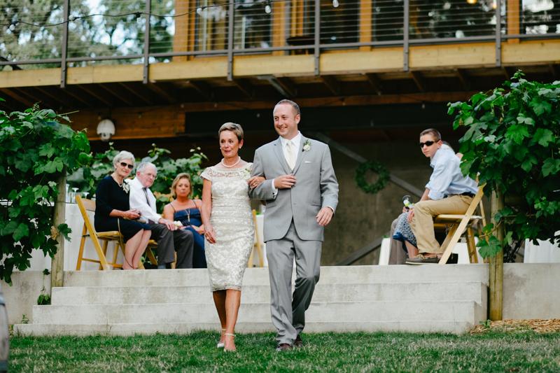 vista-hills-vineyard-wedding-oregon-055.jpg