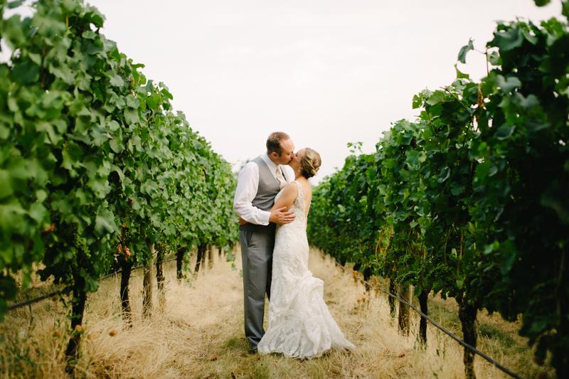 vista-hills-vineyard-wedding-oregon-087.jpg