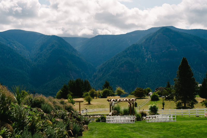 wind-mountain-ranch-washington-wedding-006.jpg