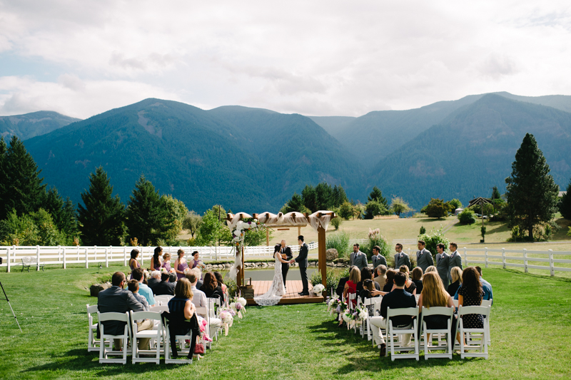 wind-mountain-ranch-washington-wedding-033.jpg