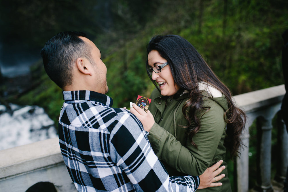 013-multnomah-falls-proposal-engagement-portland.jpg