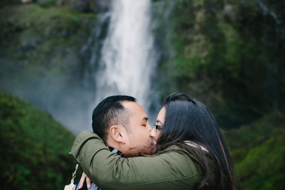015-multnomah-falls-proposal-engagement-portland.jpg