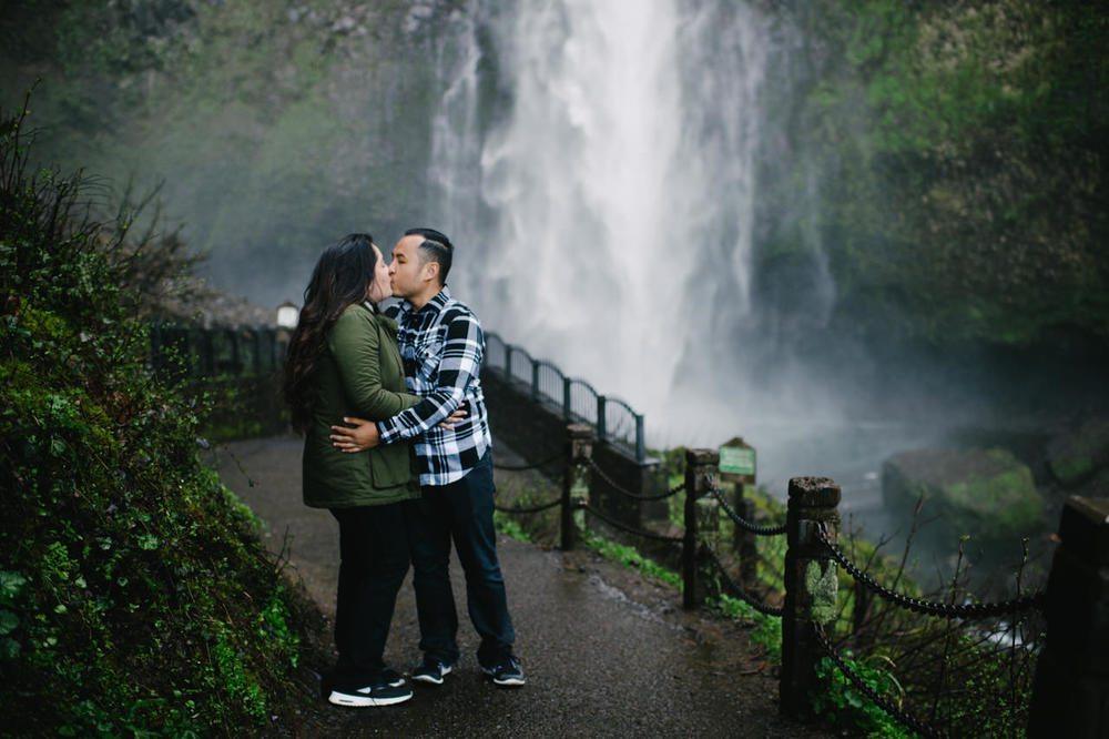 019-multnomah-falls-proposal-engagement-portland.jpg