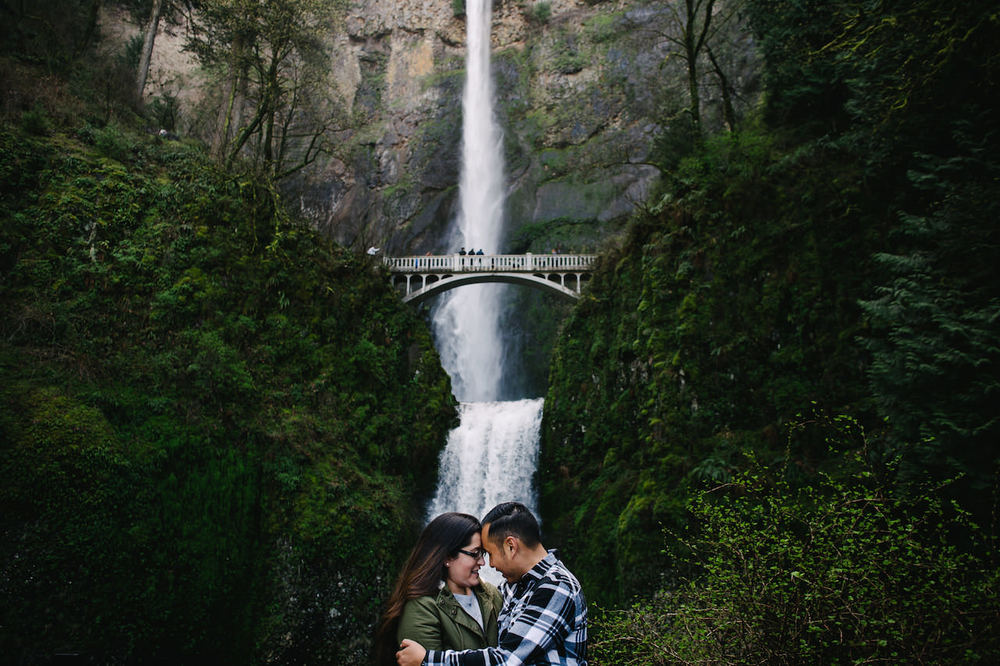 027-multnomah-falls-proposal-engagement-portland.jpg
