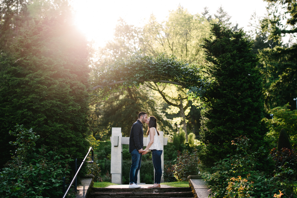 rose-test-garden-portland-engagement-17.jpg