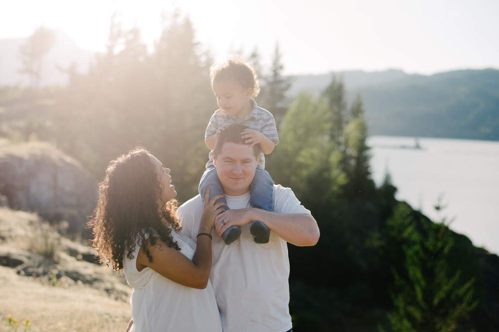 columbia-gorge-family-photographs-maternity-11.jpg
