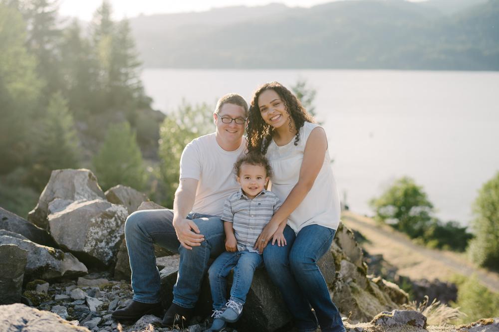 columbia-gorge-family-photographs-maternity-14.jpg