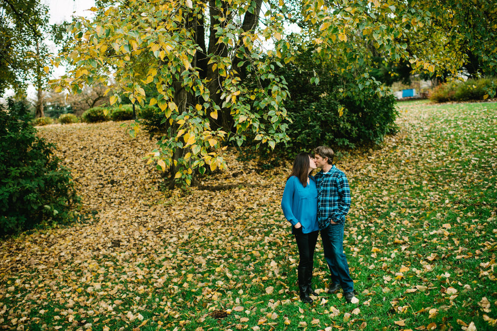 fall-cathedral-park-engagement-09.jpg