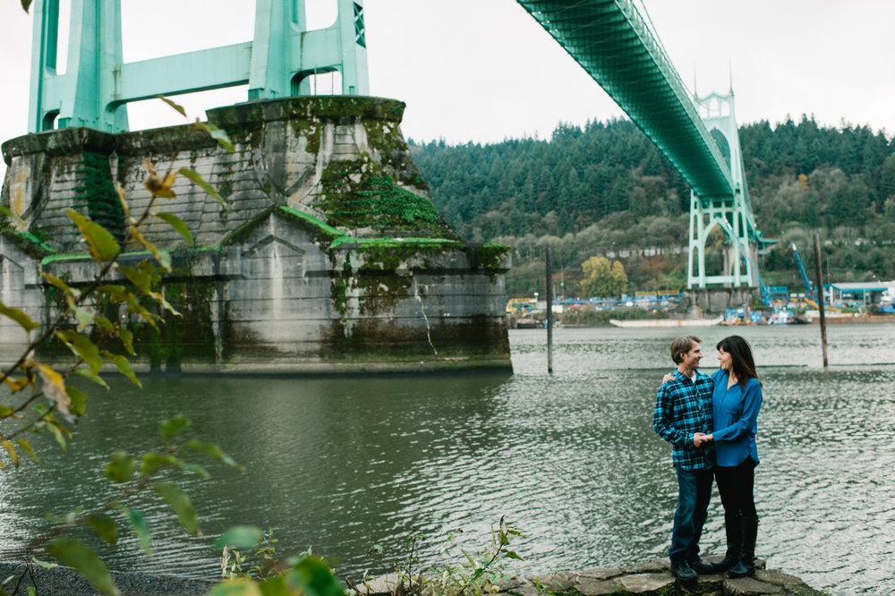 fall-cathedral-park-engagement-10.jpg