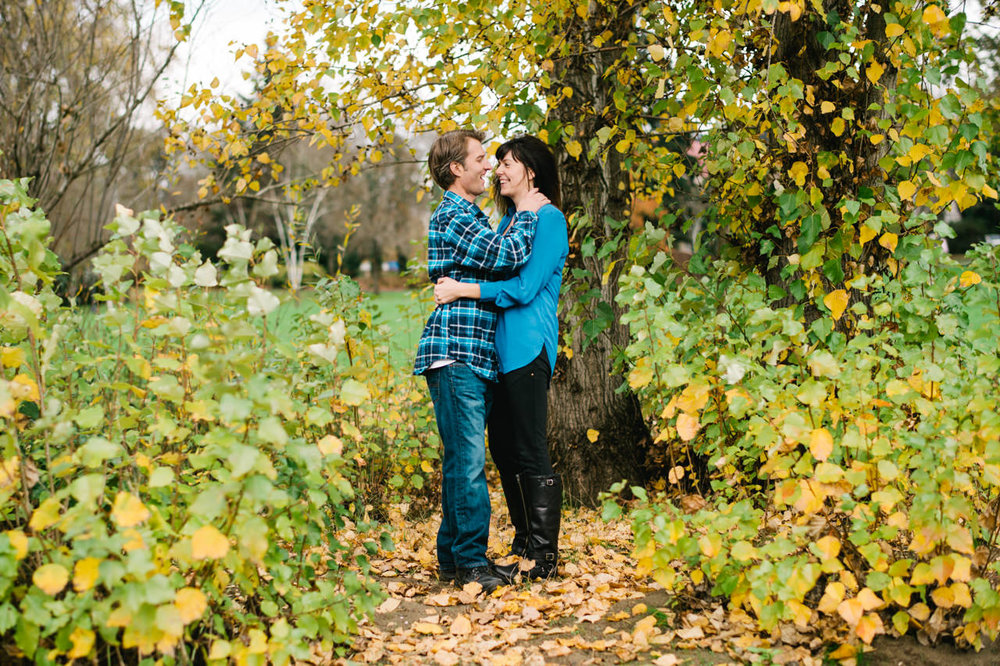 fall-cathedral-park-engagement-12.jpg