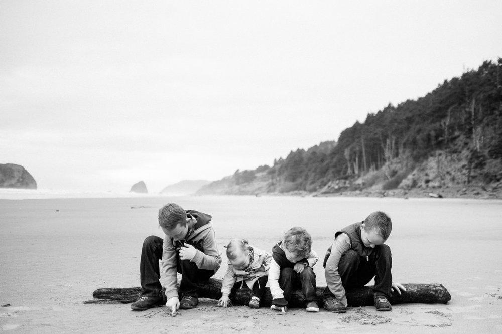 cannon-beach-arch-cape-oregon-family-photos-027.jpg