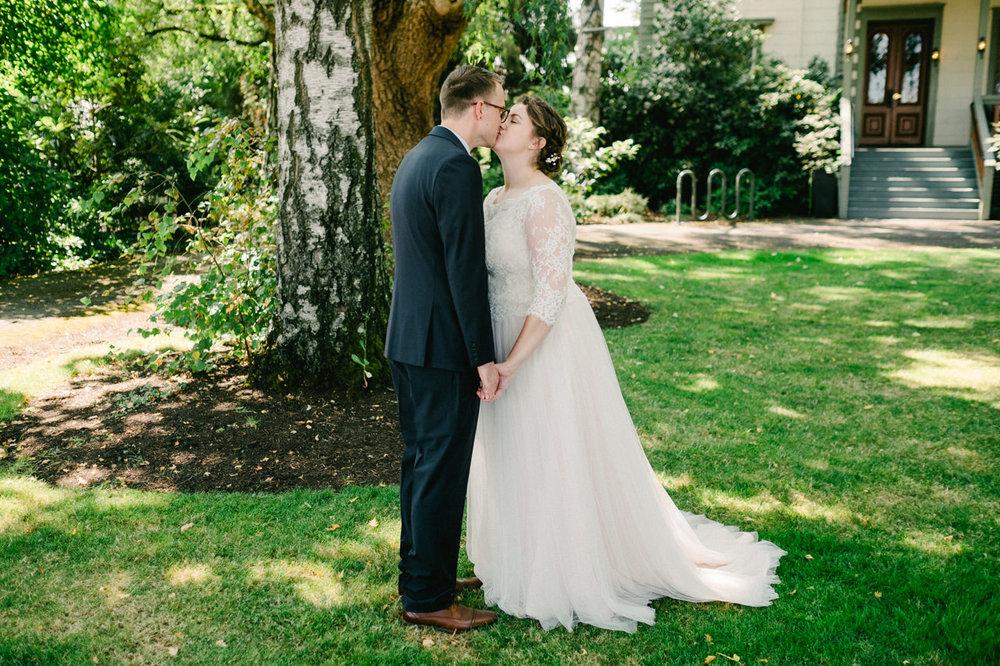 cornelius-pass-roadhouse-portland-wedding-037.jpg