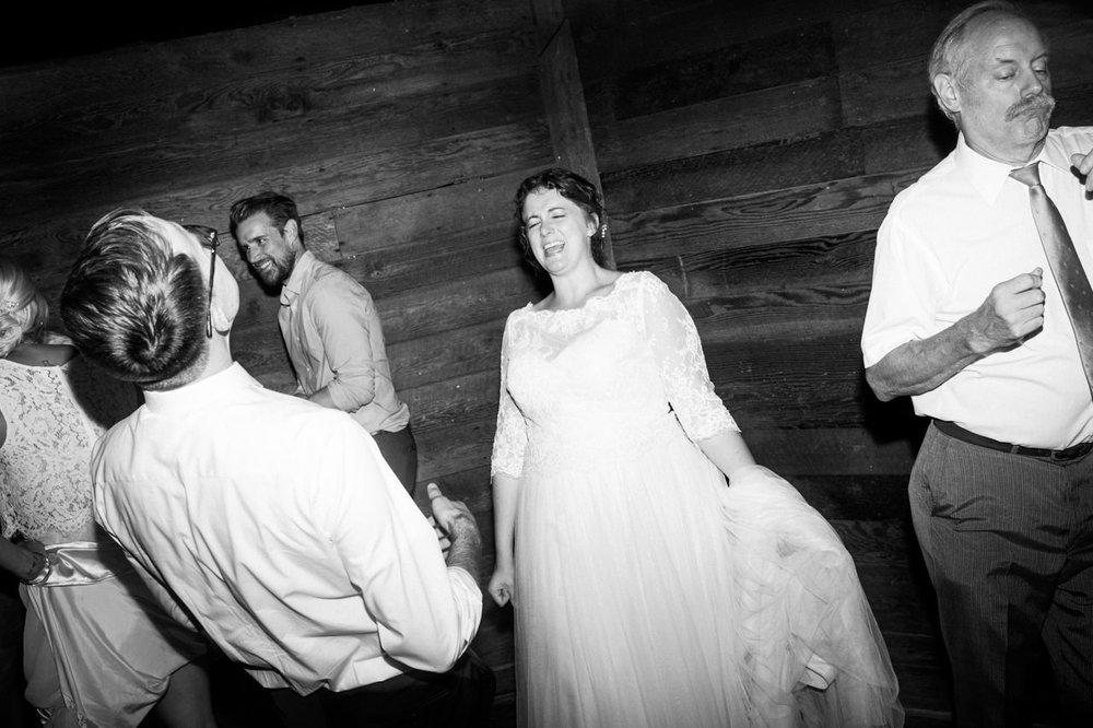 cornelius-pass-roadhouse-portland-wedding-101.jpg