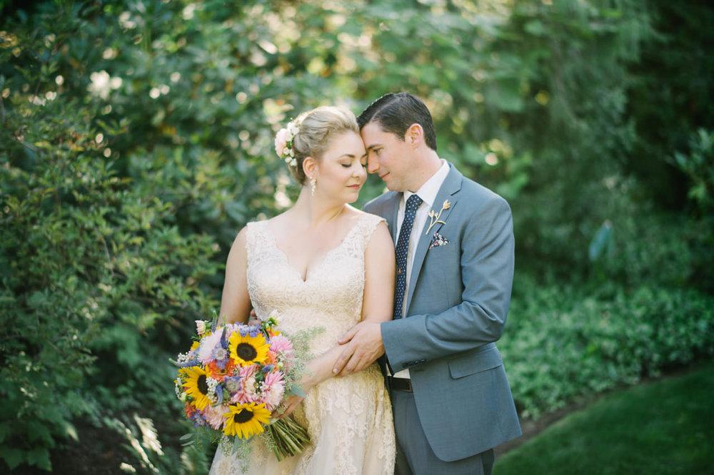 backyard-vancouver-washington-wedding-033.jpg