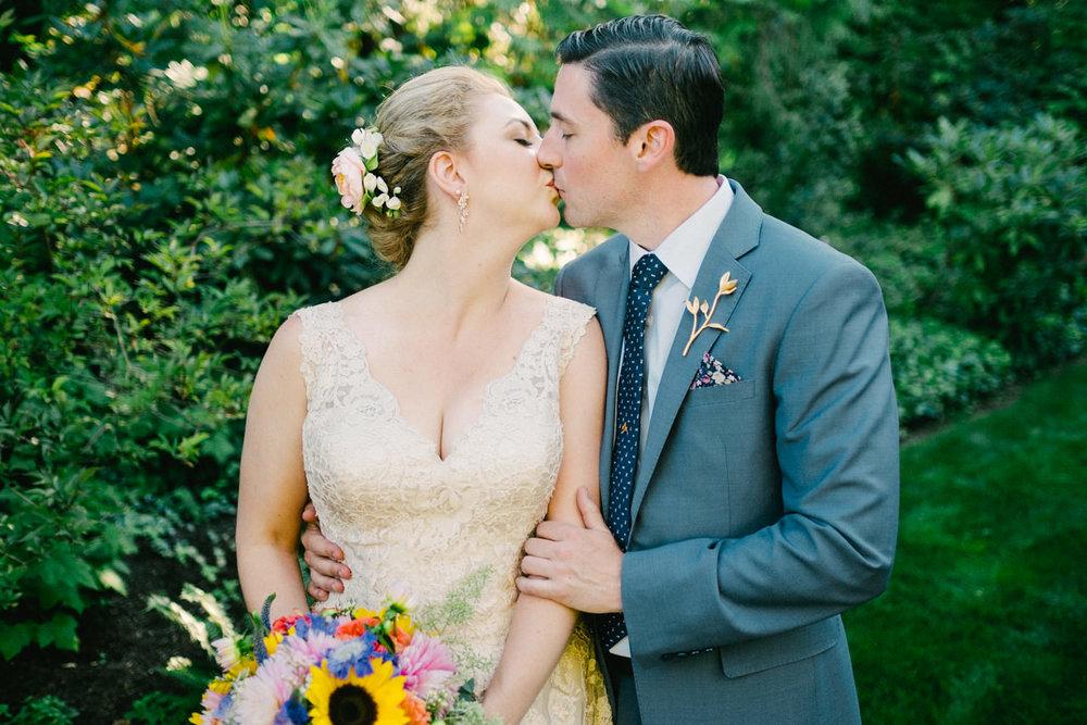 backyard-vancouver-washington-wedding-037.jpg