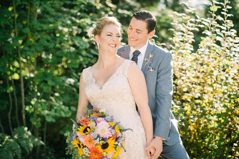 backyard-vancouver-washington-wedding-038a.jpg