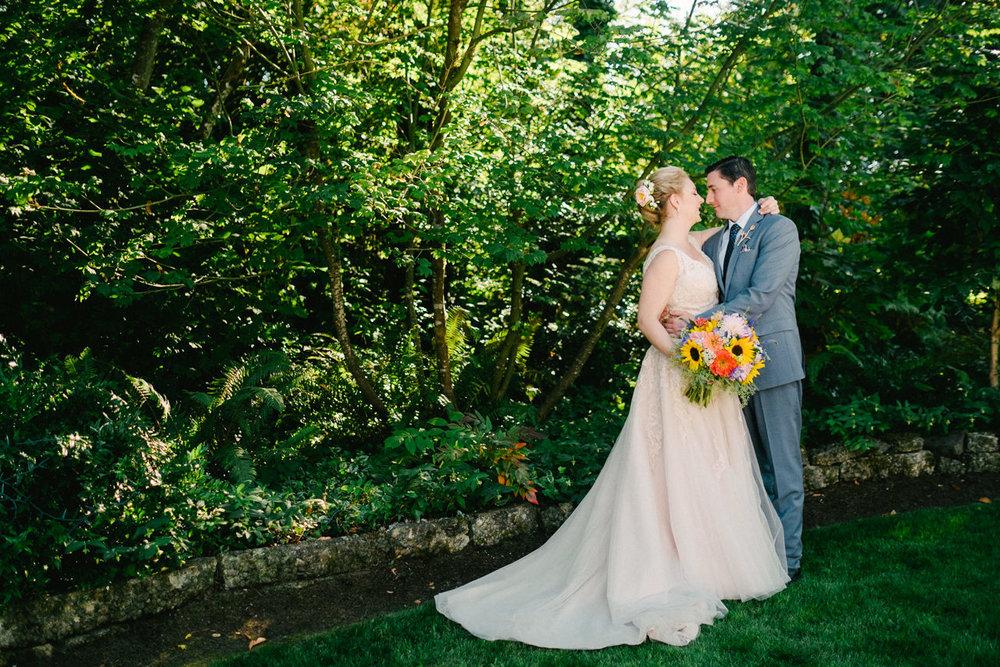backyard-vancouver-washington-wedding-038.jpg