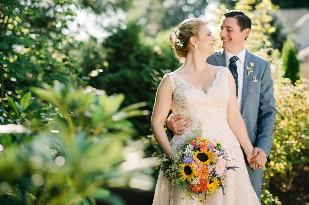 backyard-vancouver-washington-wedding-042.jpg