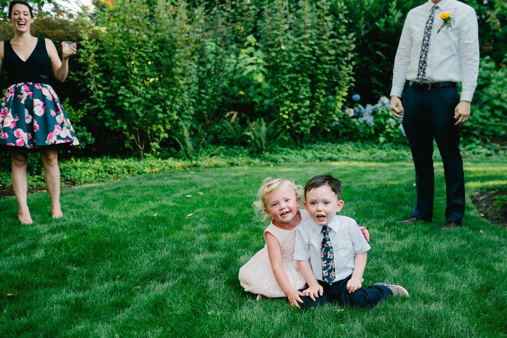 backyard-vancouver-washington-wedding-043.jpg