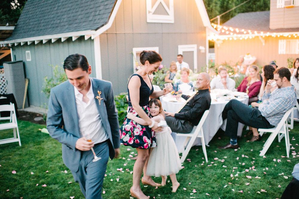 backyard-vancouver-washington-wedding-071.jpg