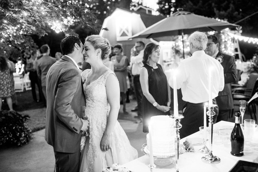 backyard-vancouver-washington-wedding-074.jpg