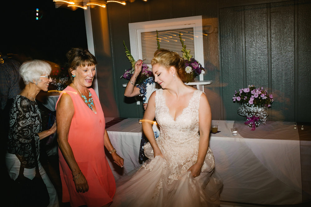 backyard-vancouver-washington-wedding-083.jpg