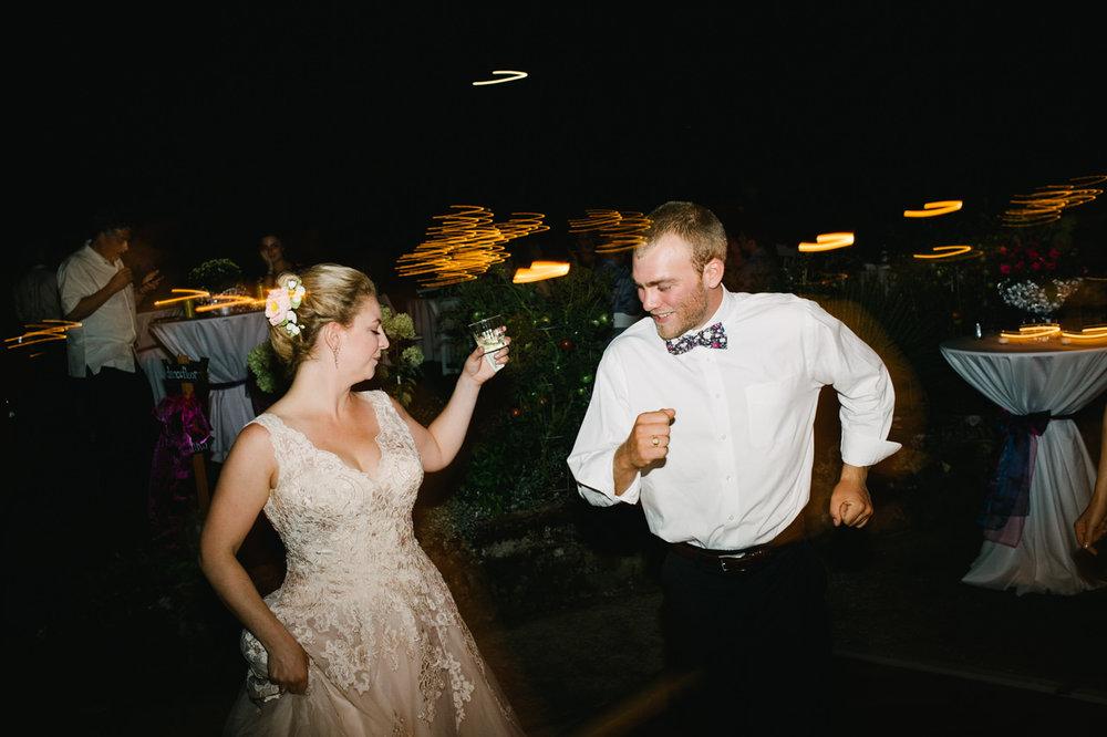 backyard-vancouver-washington-wedding-085.jpg