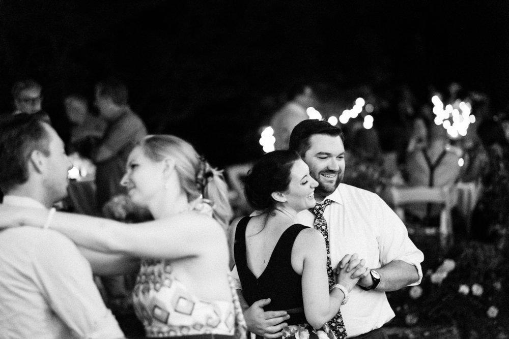 backyard-vancouver-washington-wedding-087.jpg