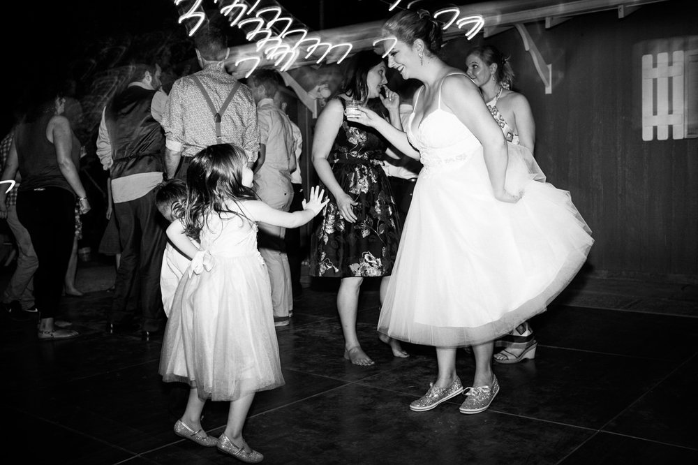 backyard-vancouver-washington-wedding-090.jpg