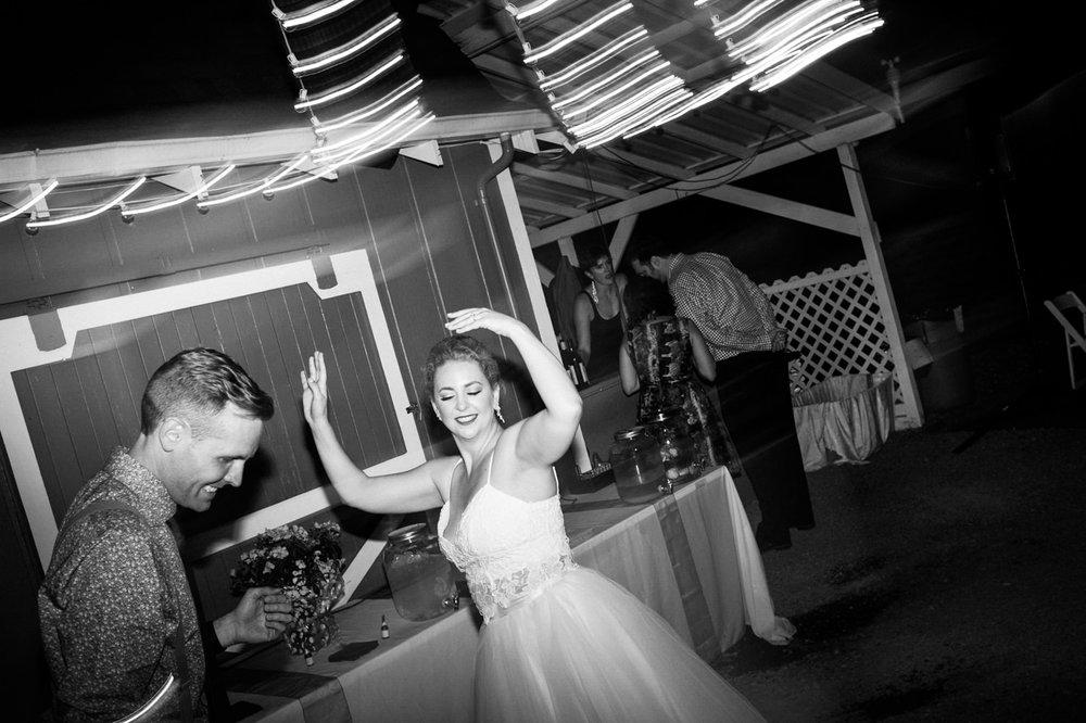 backyard-vancouver-washington-wedding-089.jpg