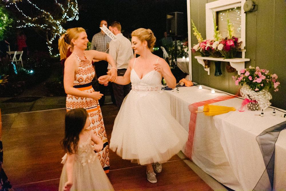 backyard-vancouver-washington-wedding-097.jpg