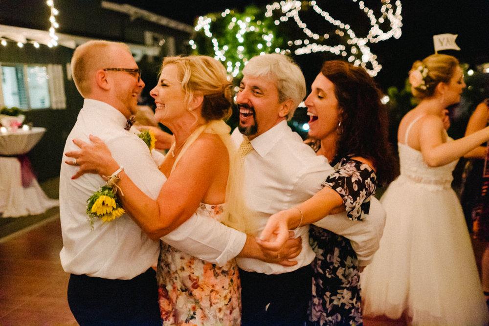backyard-vancouver-washington-wedding-099.jpg