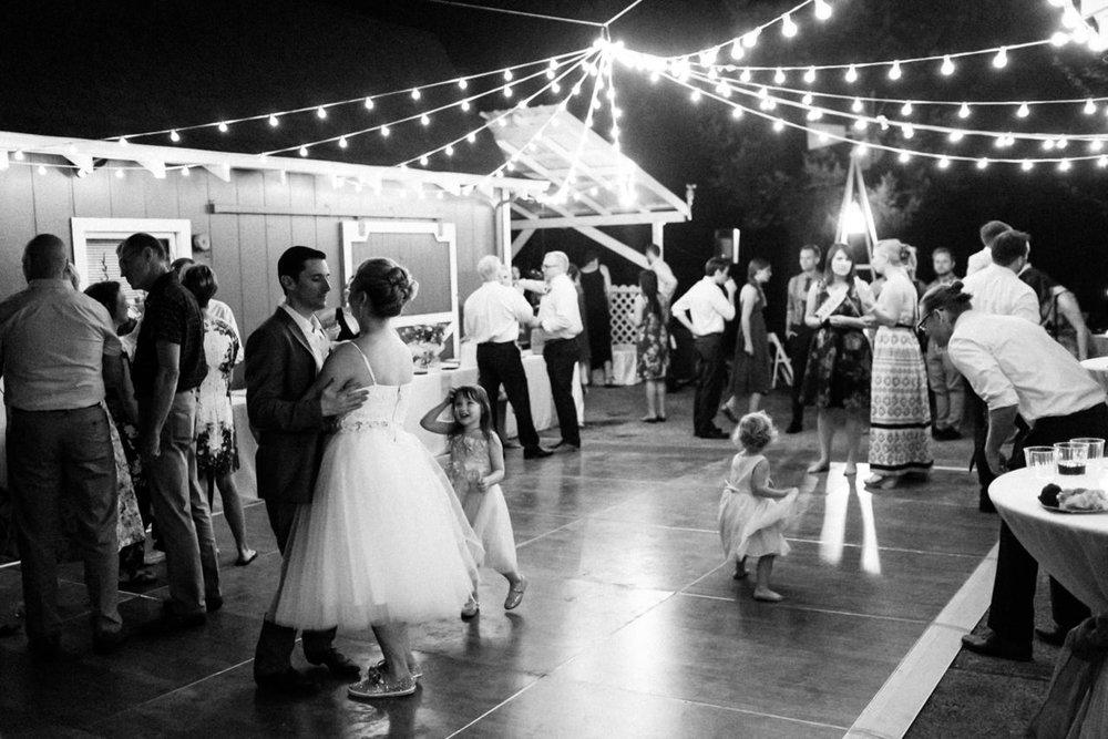 backyard-vancouver-washington-wedding-099a.jpg