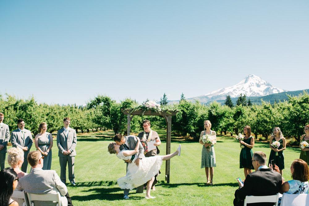 mt-view-orchards-oregon-wedding-058.jpg