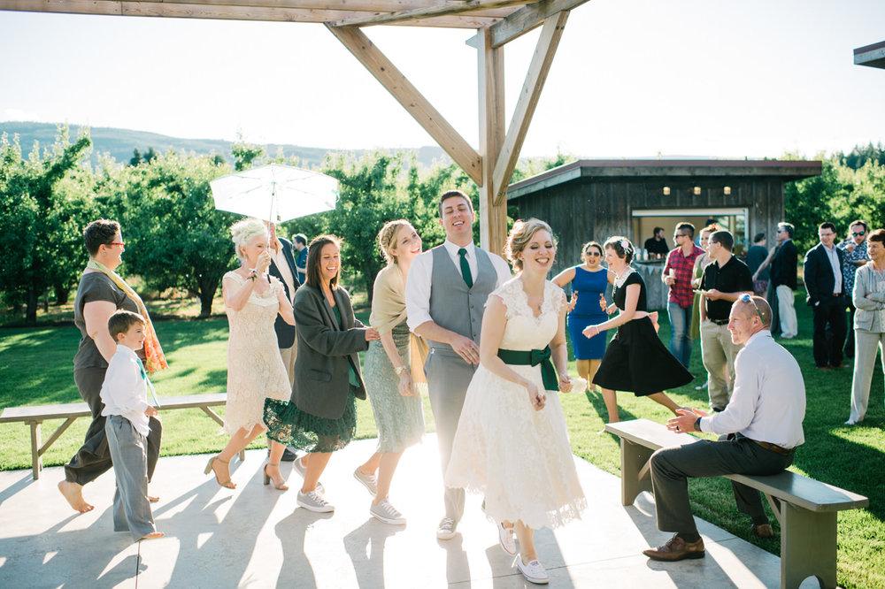 mt-view-orchards-oregon-wedding-100.jpg