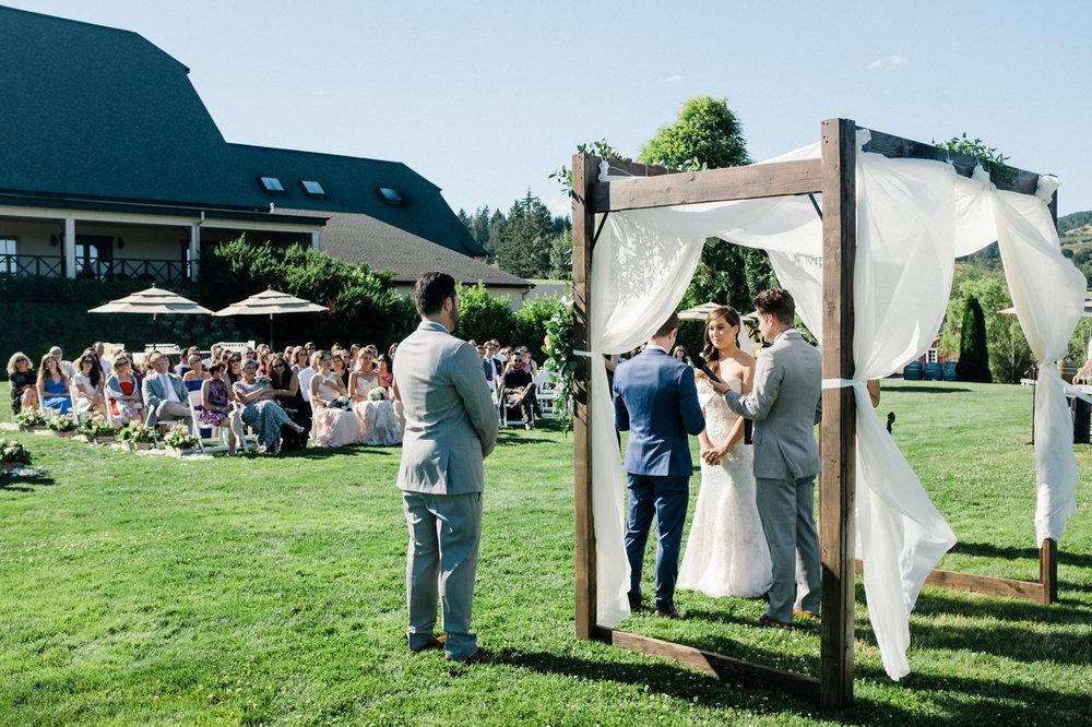 zenith-vineyards-salem-oregon-wedding-055.jpg