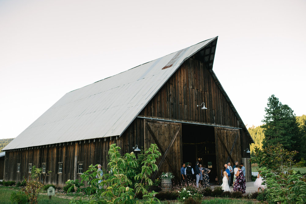tin-roof-barn-washington-wedding-102.jpg