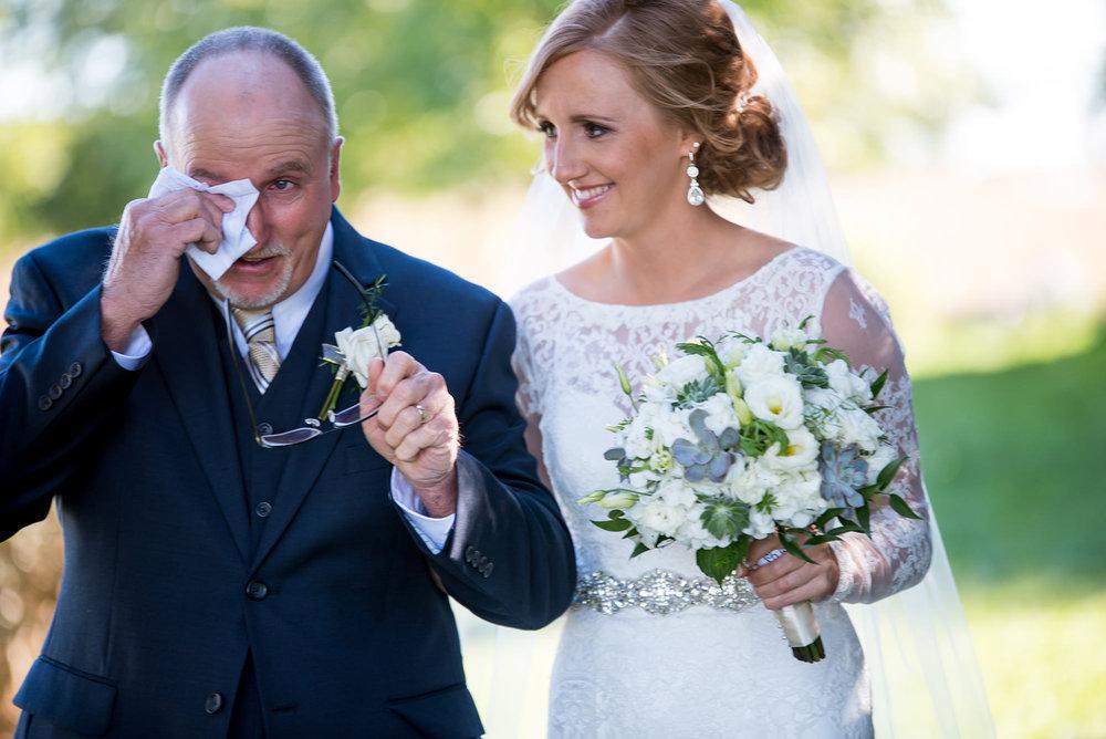 omaha wedding photographer_father of the bride.jpg