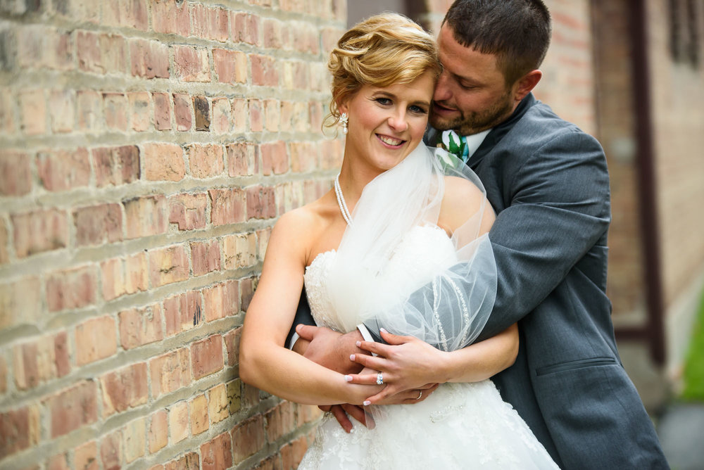WEDDING-PHOTOGRAPHERS-IN-OMAHA-0021.jpg