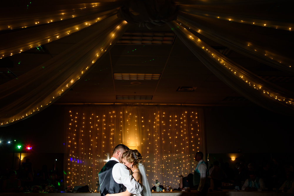 WEDDING-PHOTOGRAPHERS-IN-OMAHA-0026.jpg