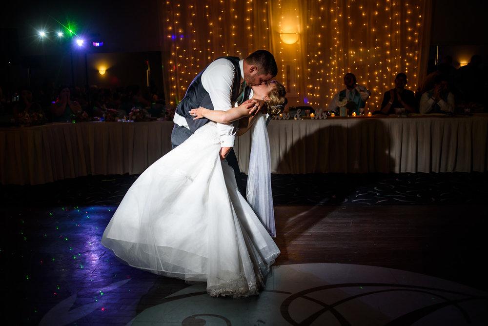 WEDDING-PHOTOGRAPHERS-IN-OMAHA-0027.jpg