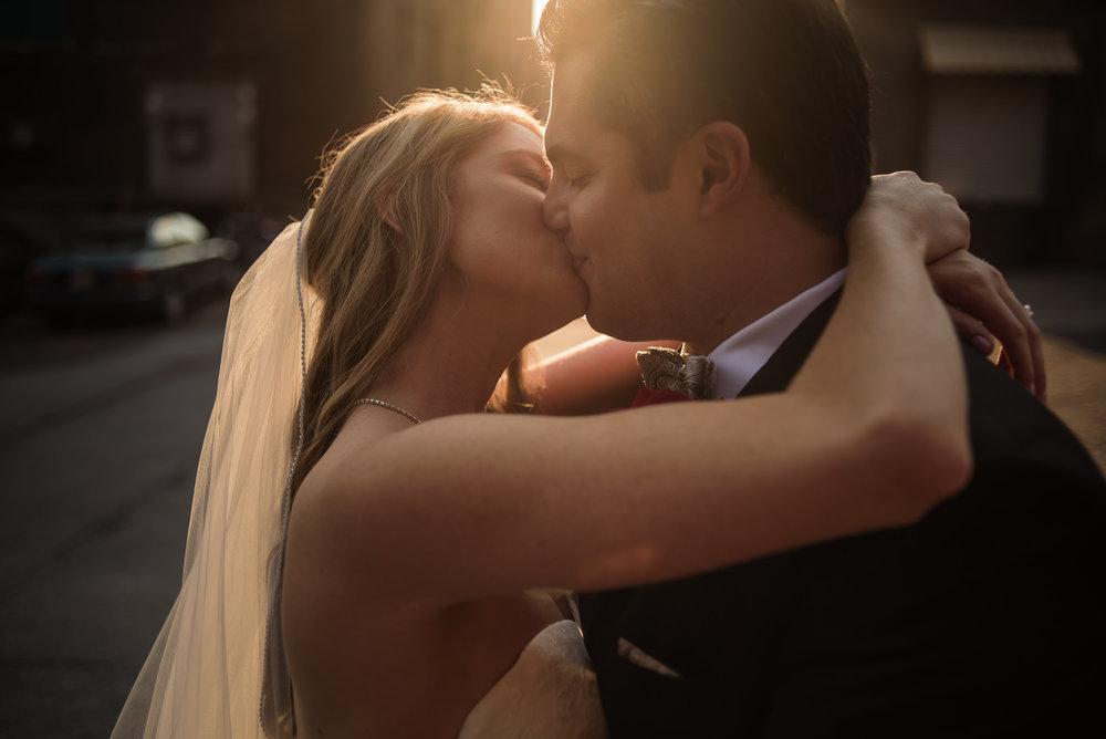 LAURITZEN GARDENS OMAHA WEDDING-016.jpg