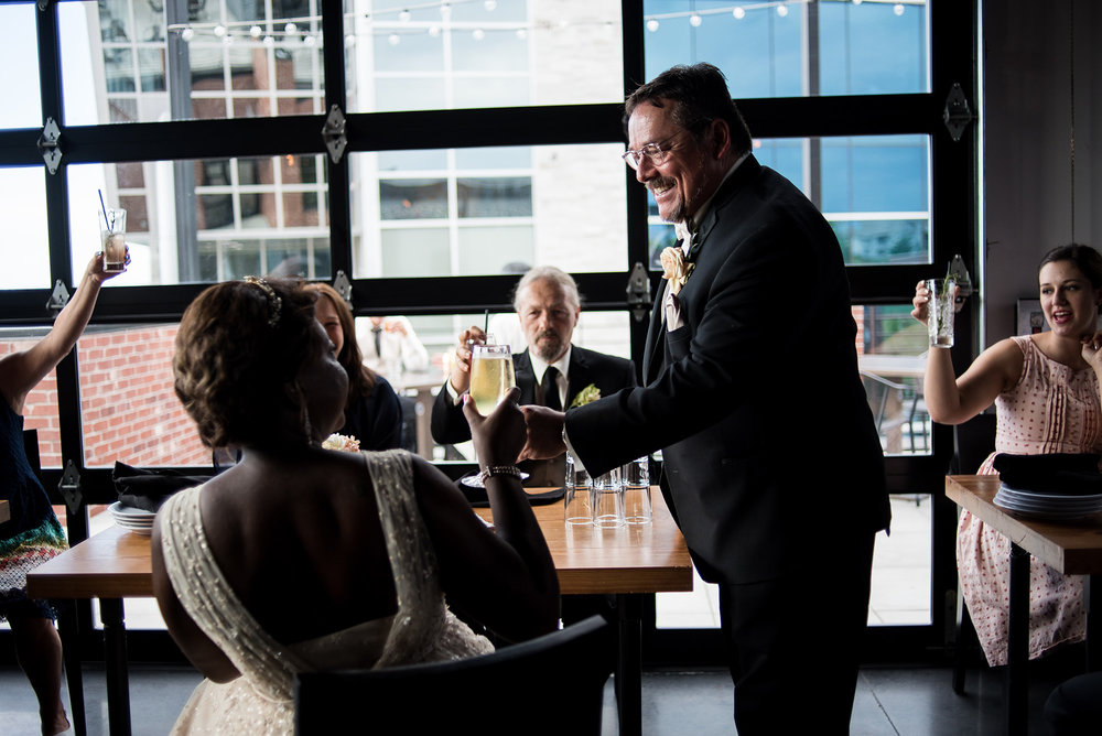 omaha-pitch-west-wedding-cocktail-hour-omaha-wedding-photographer.jpg